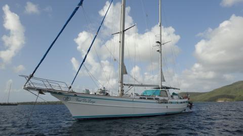 Contour Yachts LTD Ketch Contour Yachts : Au mouillage en Martinique