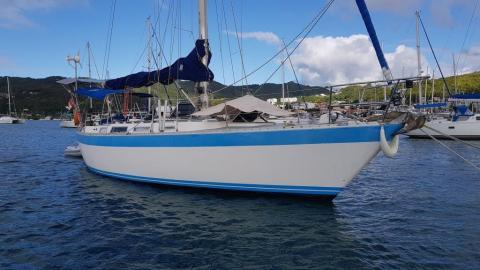 Hood 38: Au mouillage en Martinique