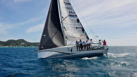 Jeanneau Sun Fast 3200 : Au près bâbord amure