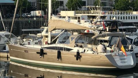 Jeanneau 57: En Marina