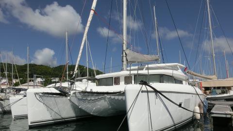Lagoon 420: En marina