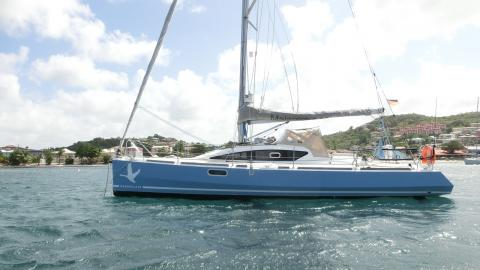 IDB Marine Malango 10.45 : Au mouillage en Martinique