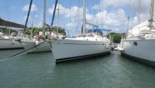 Beneteau 50: En marina