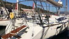 Jeanneau 53: En marina