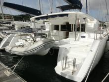 Lagoon 450 F: En marina