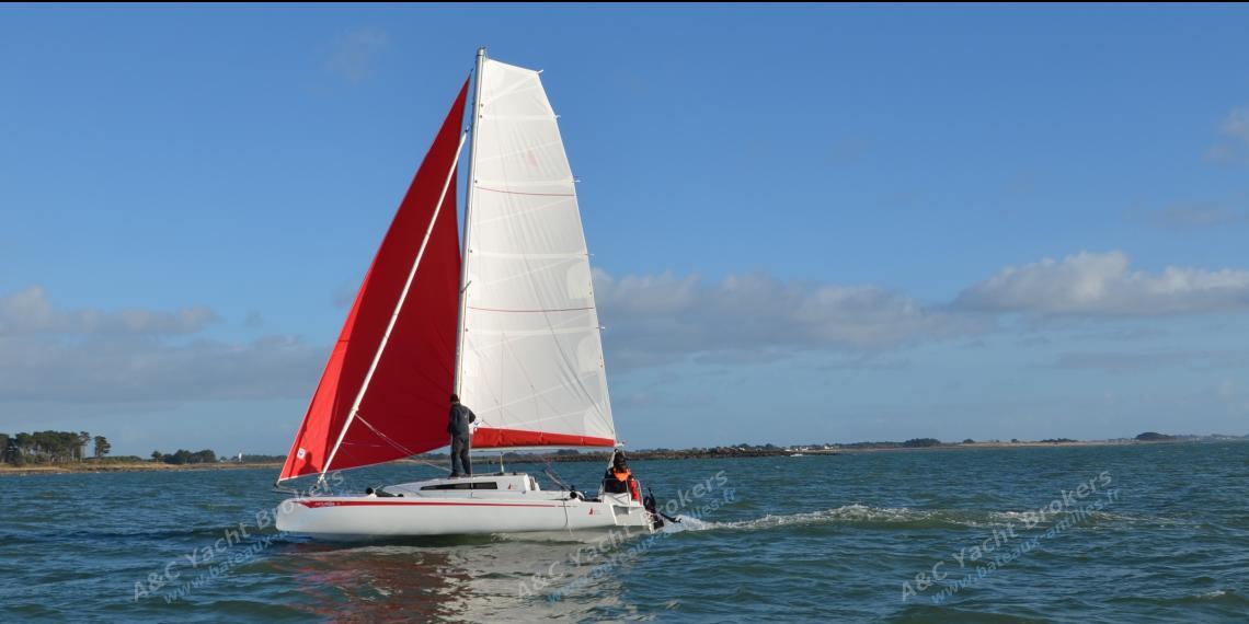 Astusboats Astus 24 en navigation avec gennaker