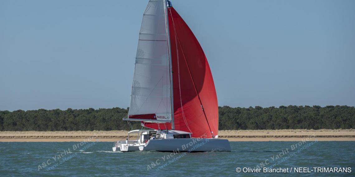 NEEL 43 en navigation sous spinnaker tribord amure